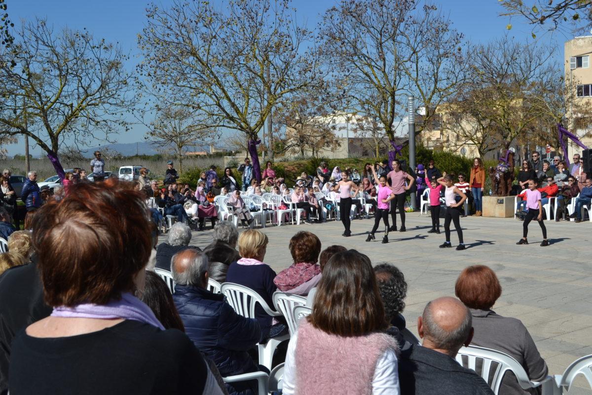 Les Dones I La Dansa,  Homenatjades A La Plaça  De Les Perleres