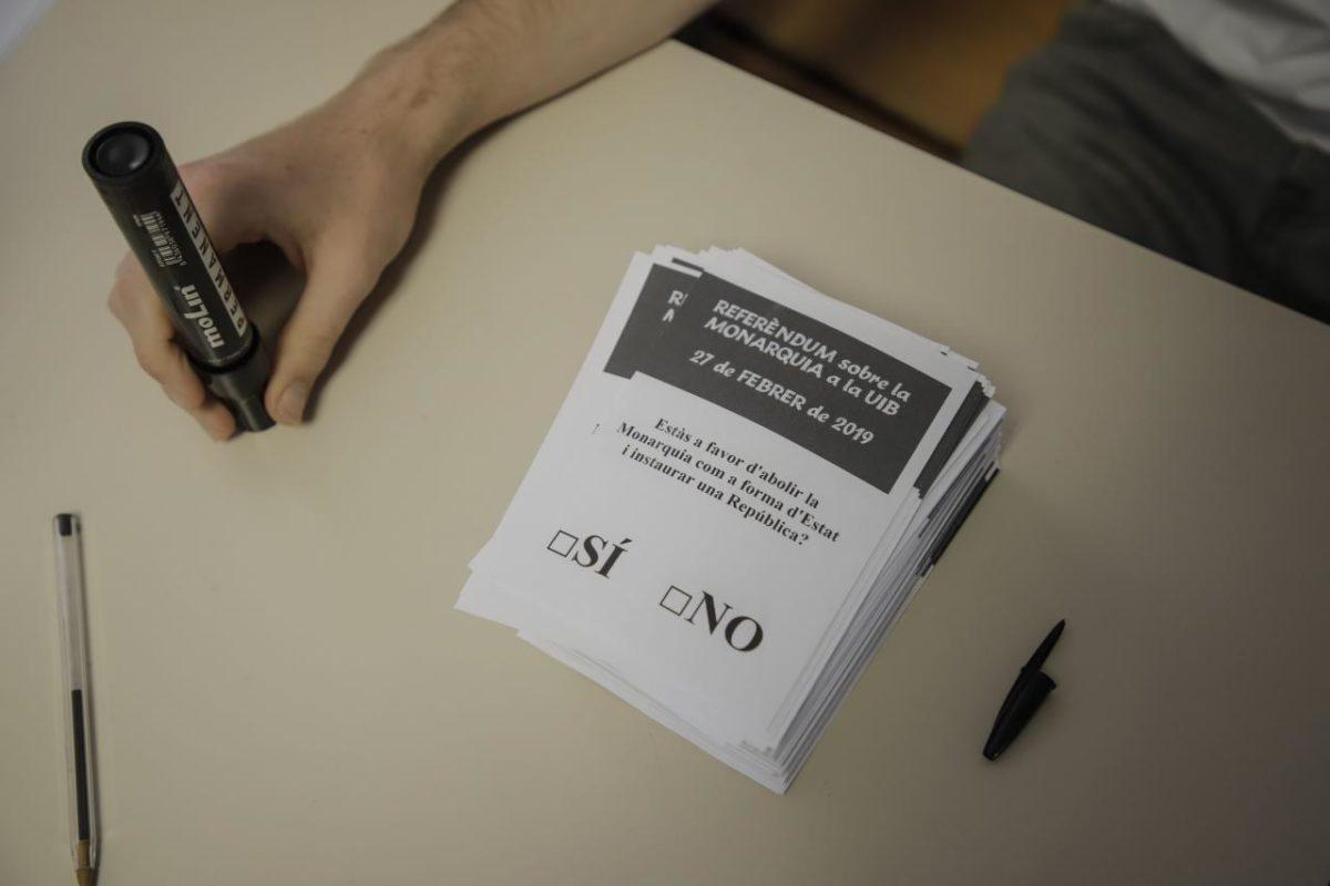 Els Candidats I Candidates A La Batlia Opinen: Monarquia O República?