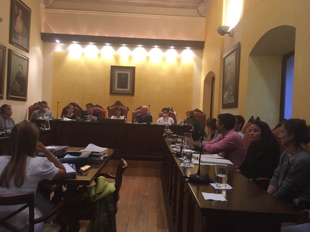 Brega I Focs Artificials Per La Concessió Del Servei De Neteja Dels Edificis Municipals En El Darrer Ple