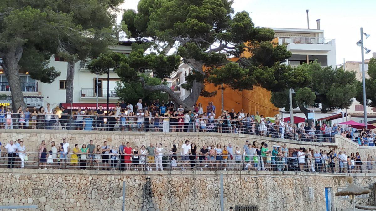 Porto Cristo Surt Al Carrer En Massa Per Les Seves Festes