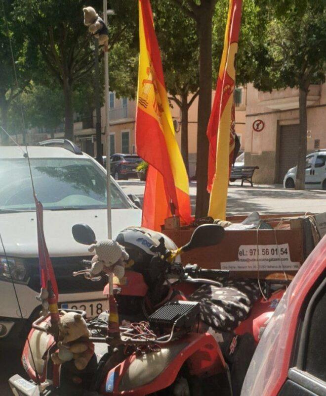 Un Quad Amb Banderotes Per Amenaçar Els Comerciants Catalanoparlants?