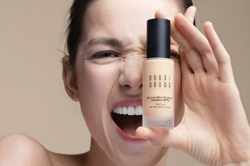 รองพื้น Bobbi Brown Skin Long-Wear Weightless Foundation SPF15