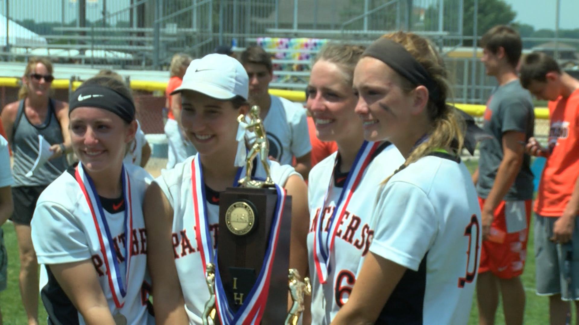 Washington Softball seniors hold runner-up trophy