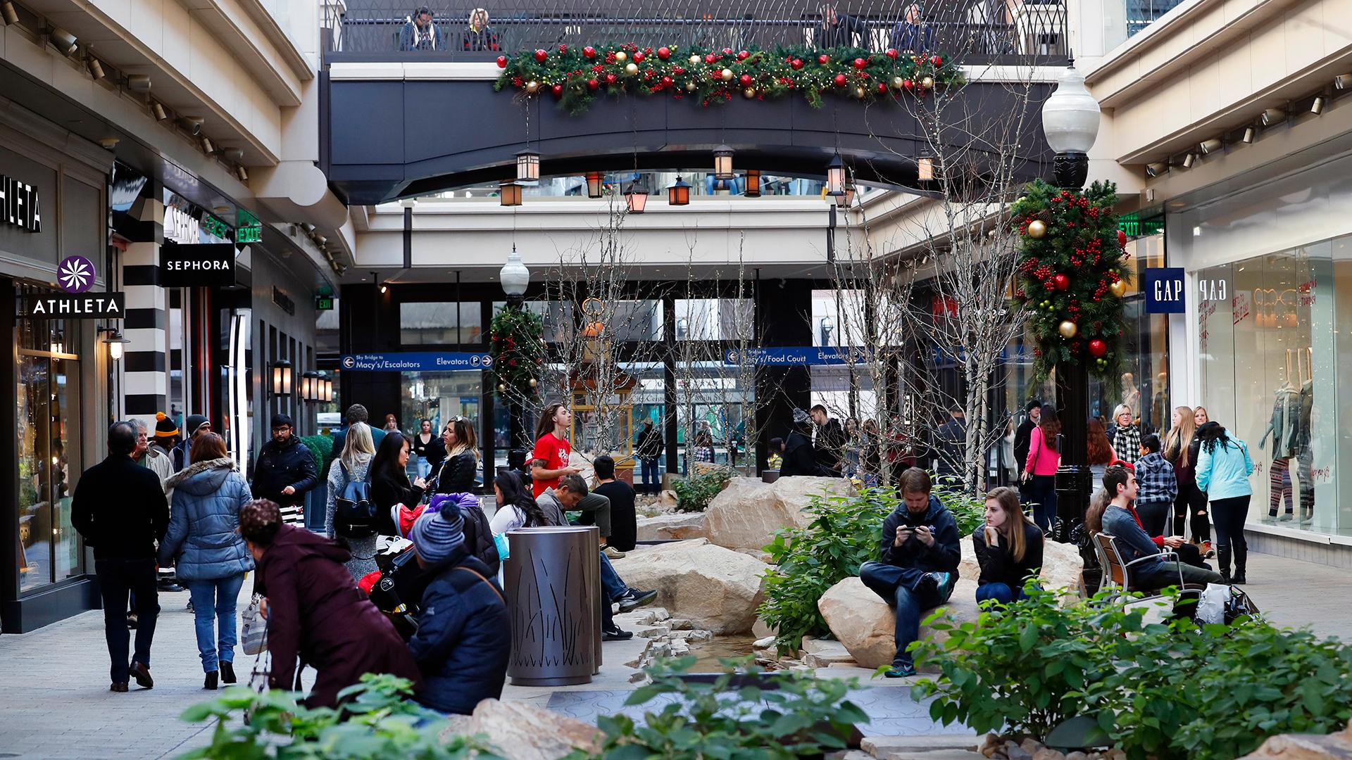 Holiday Hiring Black Friday Shopping at Mall-159532.jpg23666189