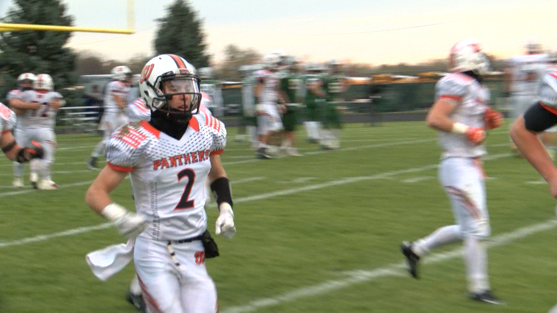 Logan Klein (WASH FB runs off field)_1510887876366.jpg