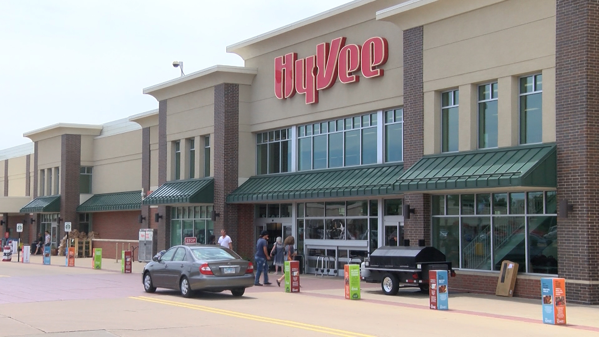 Hy Vee Says Gas Stations Restaurants Impacted By Credit