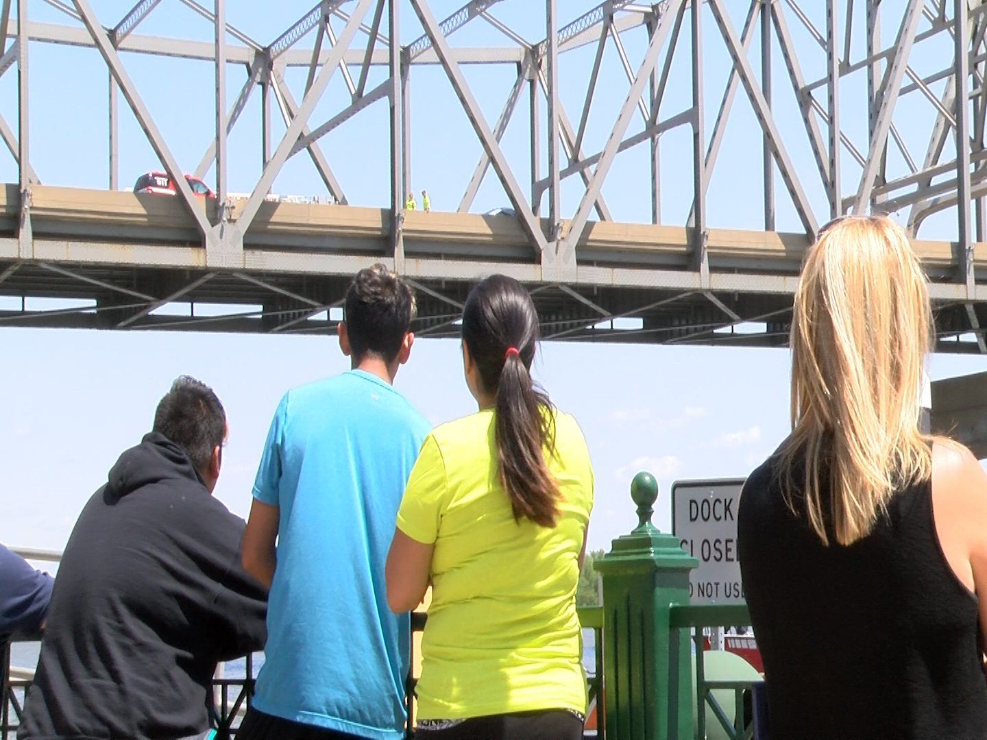 Woman jumps from Murray Baker Bridge, reportedly OK, stops