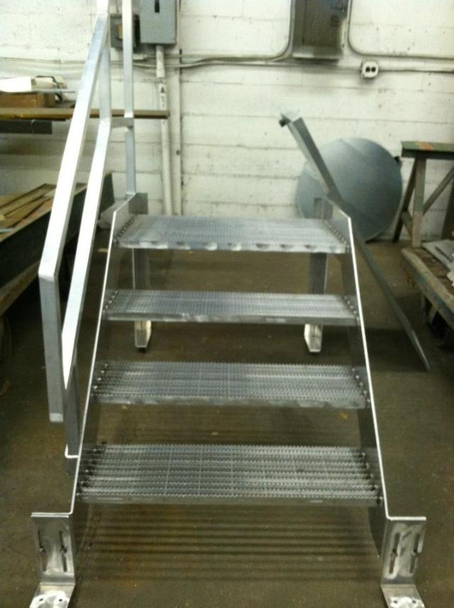 alluminum-stairs-with-removable-handrail