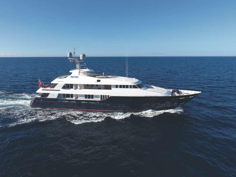 Main image of BROADWATER yacht