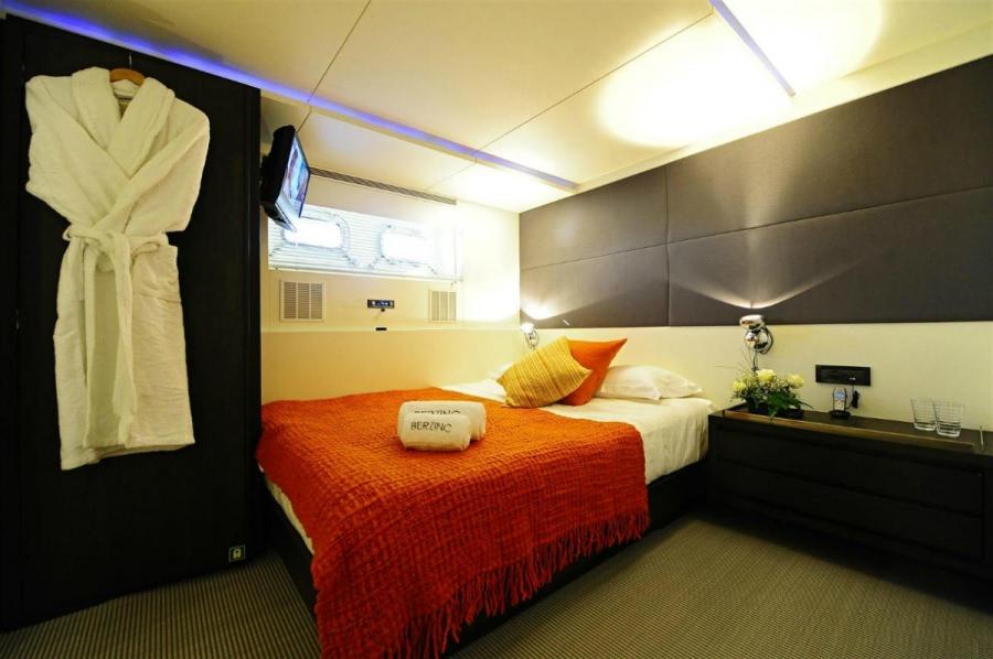 Image of BERZINC yacht #9
