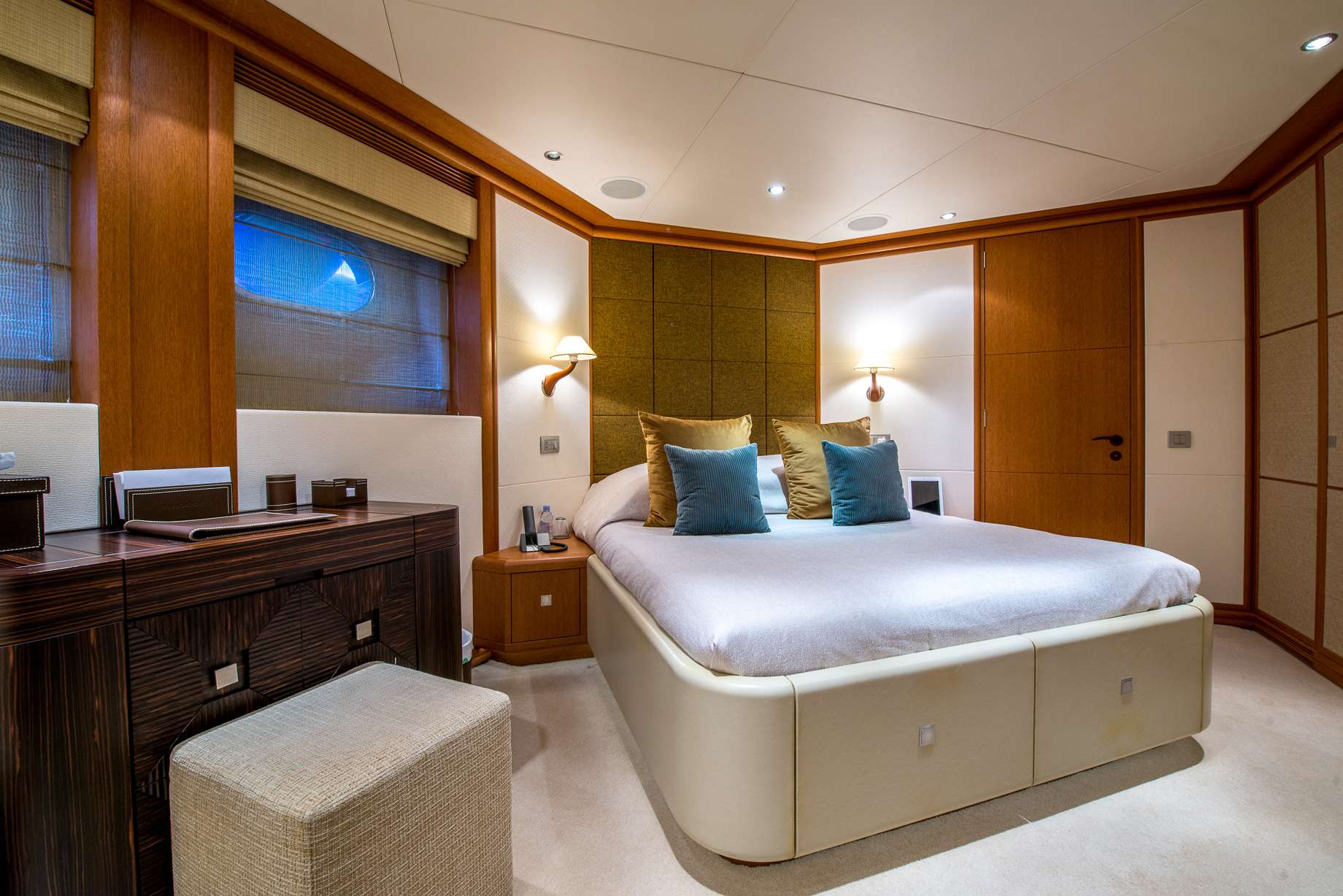 SIROCCO Yacht Charter Motor Boat Ritzy Charters