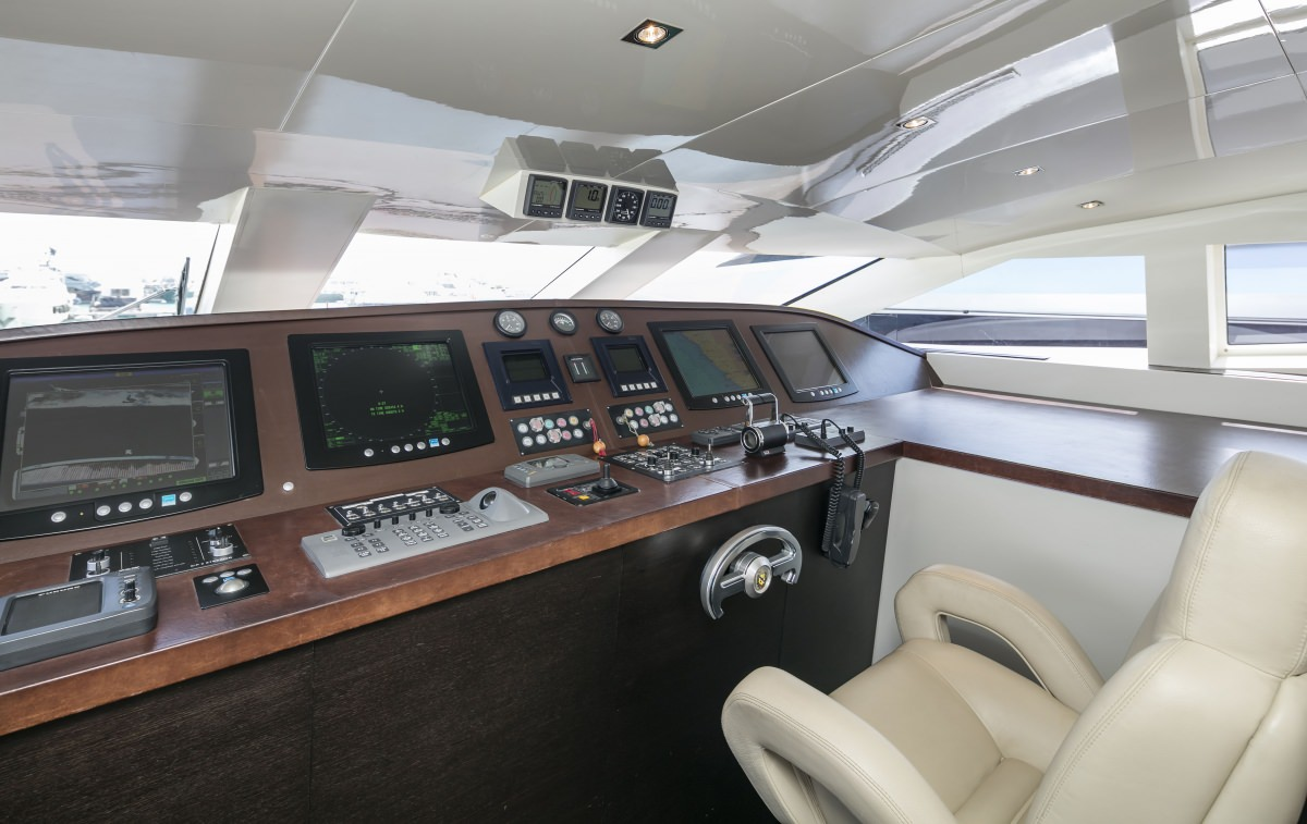 LUMAR yacht image # 9