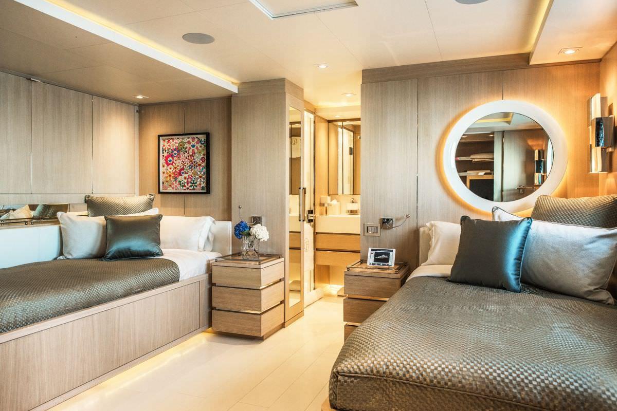 Image of LIGHT HOLIC yacht #9