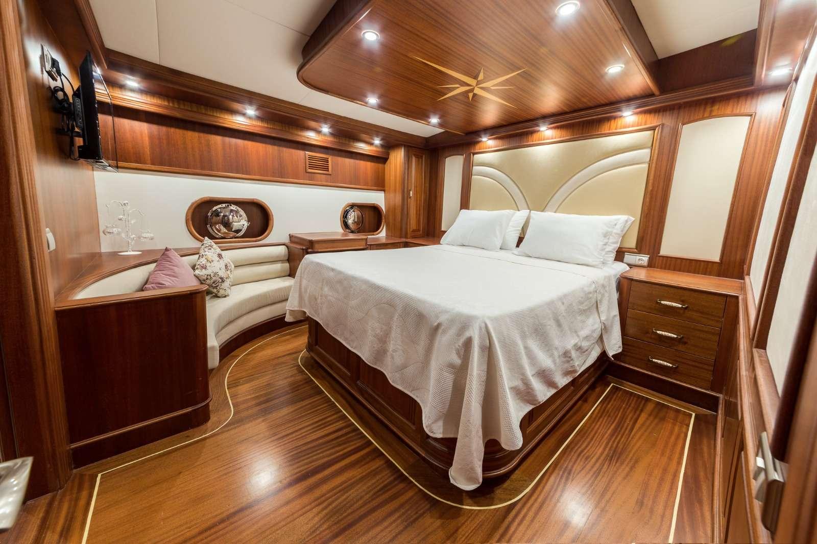 HALCON DEL MAR yacht image # 15