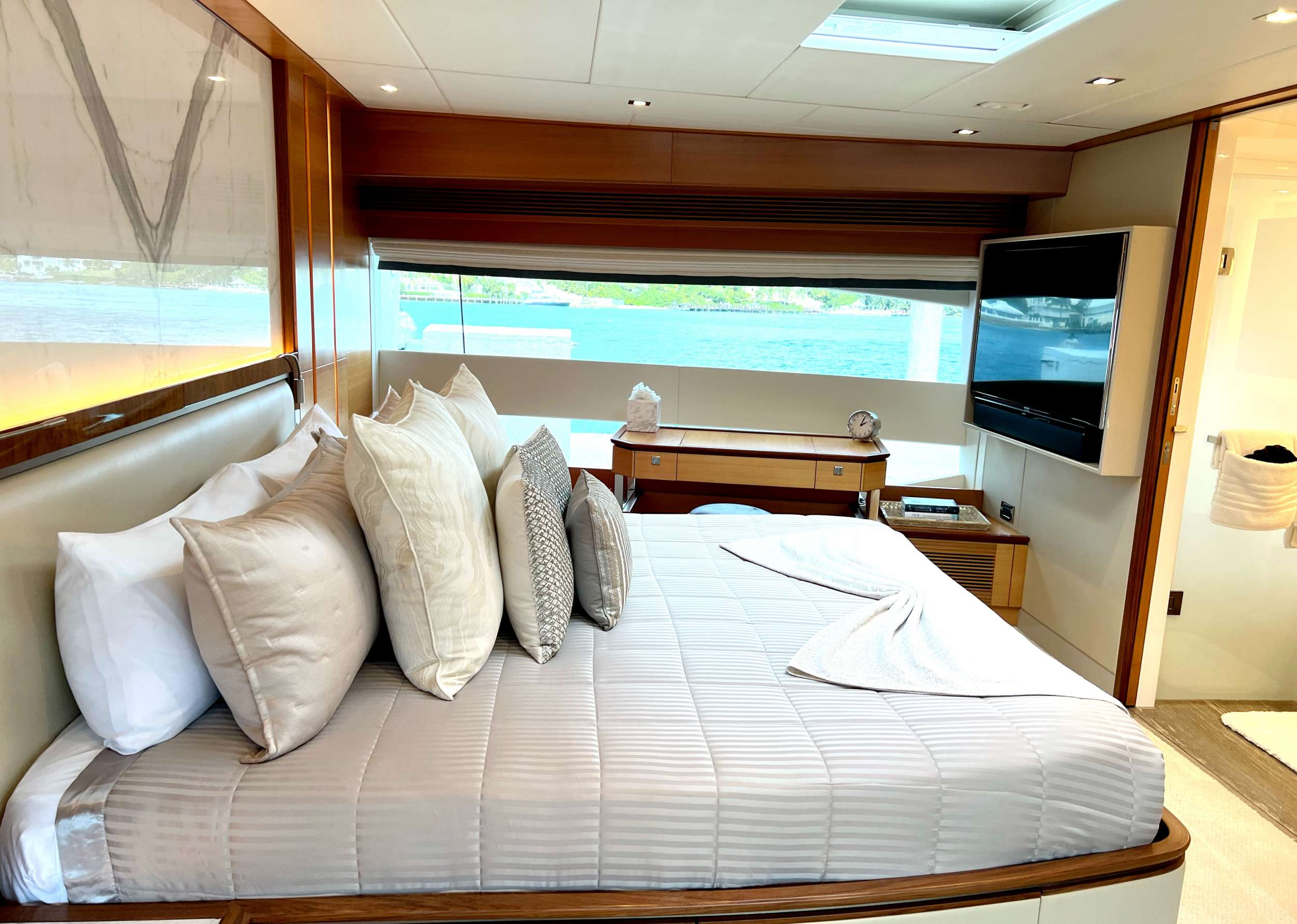 SEAGLASS 74 yacht image # 5