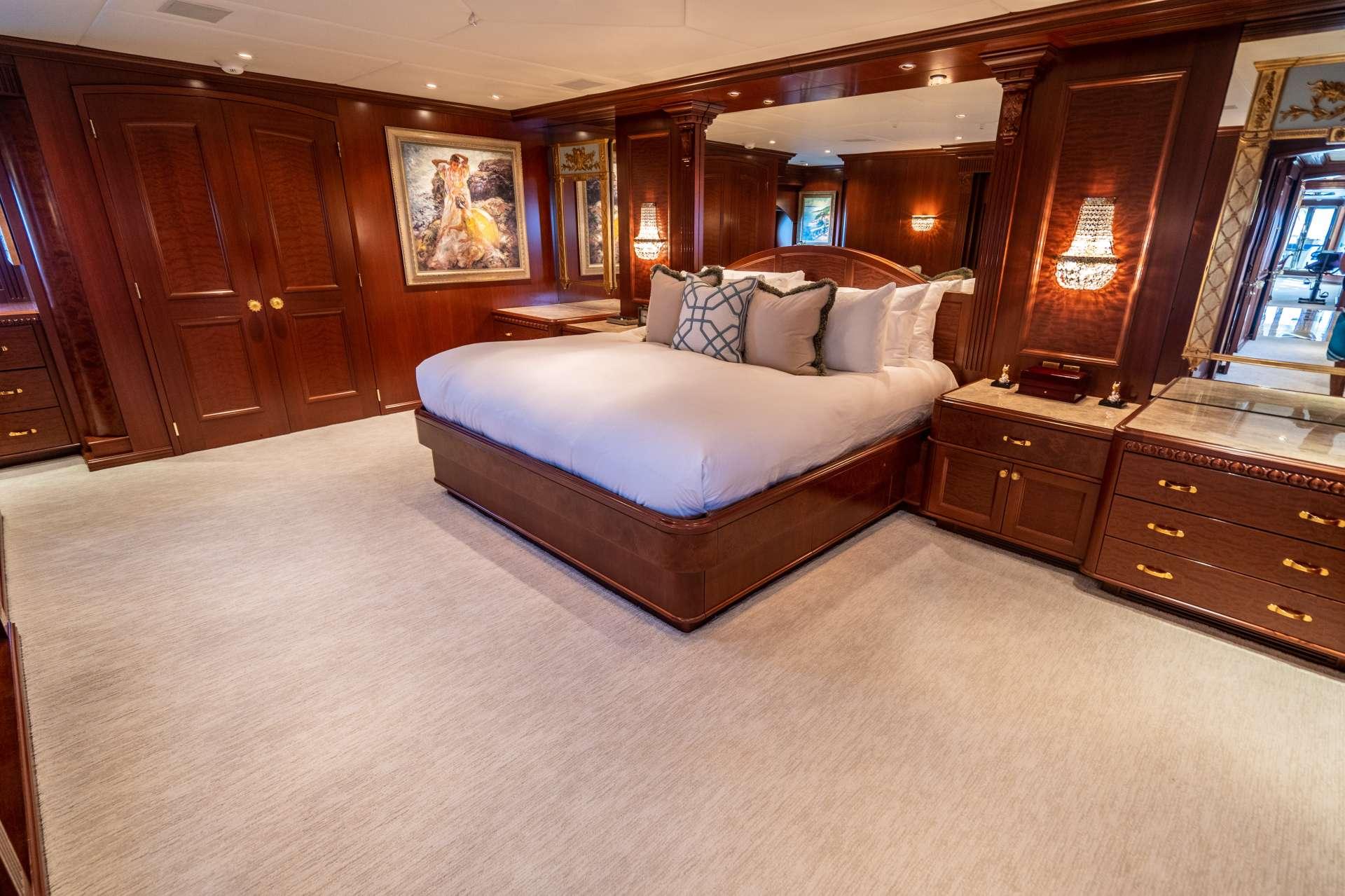 Image of RELENTLESS yacht #6