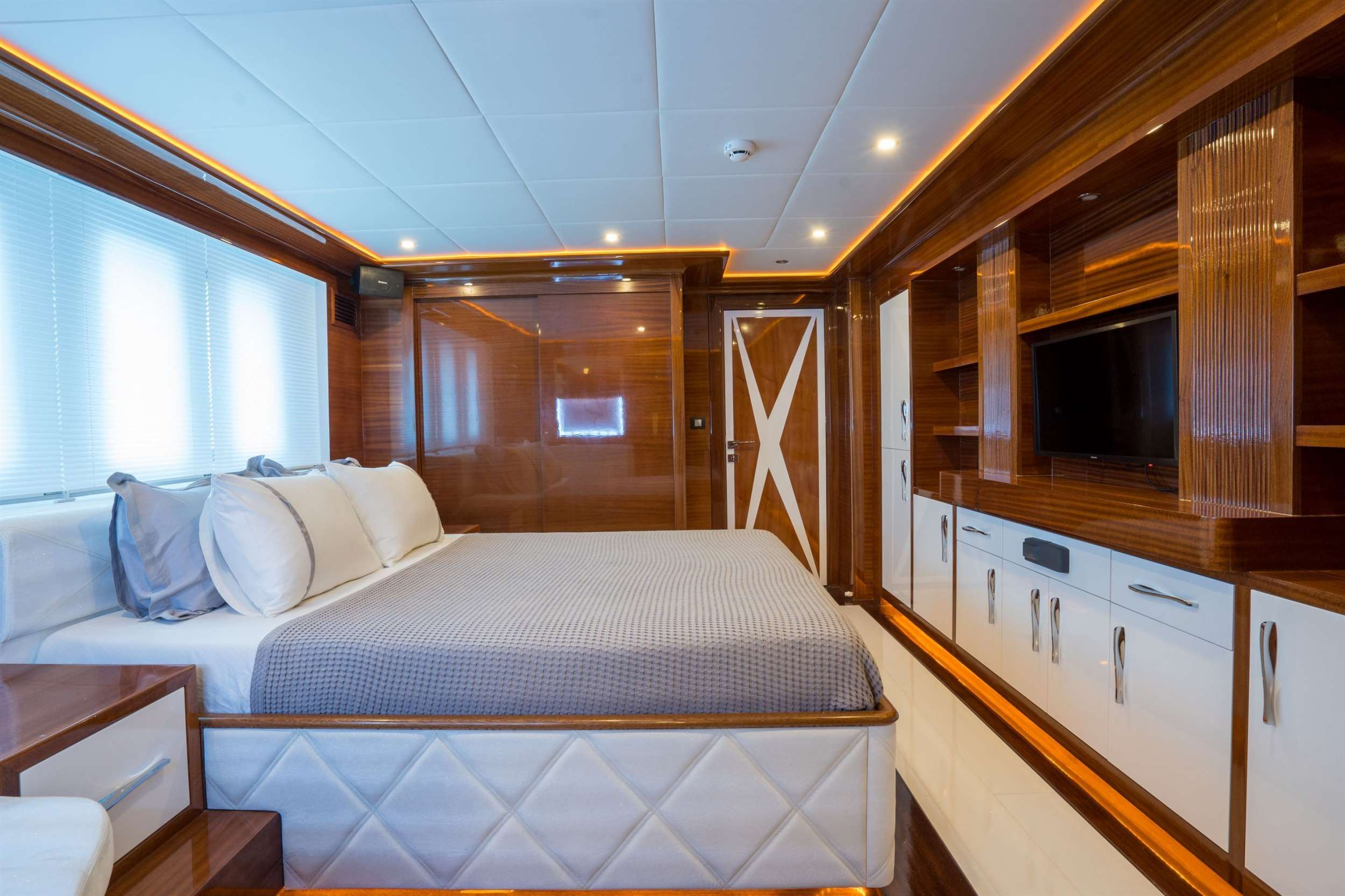 SEA DREAM yacht image # 8