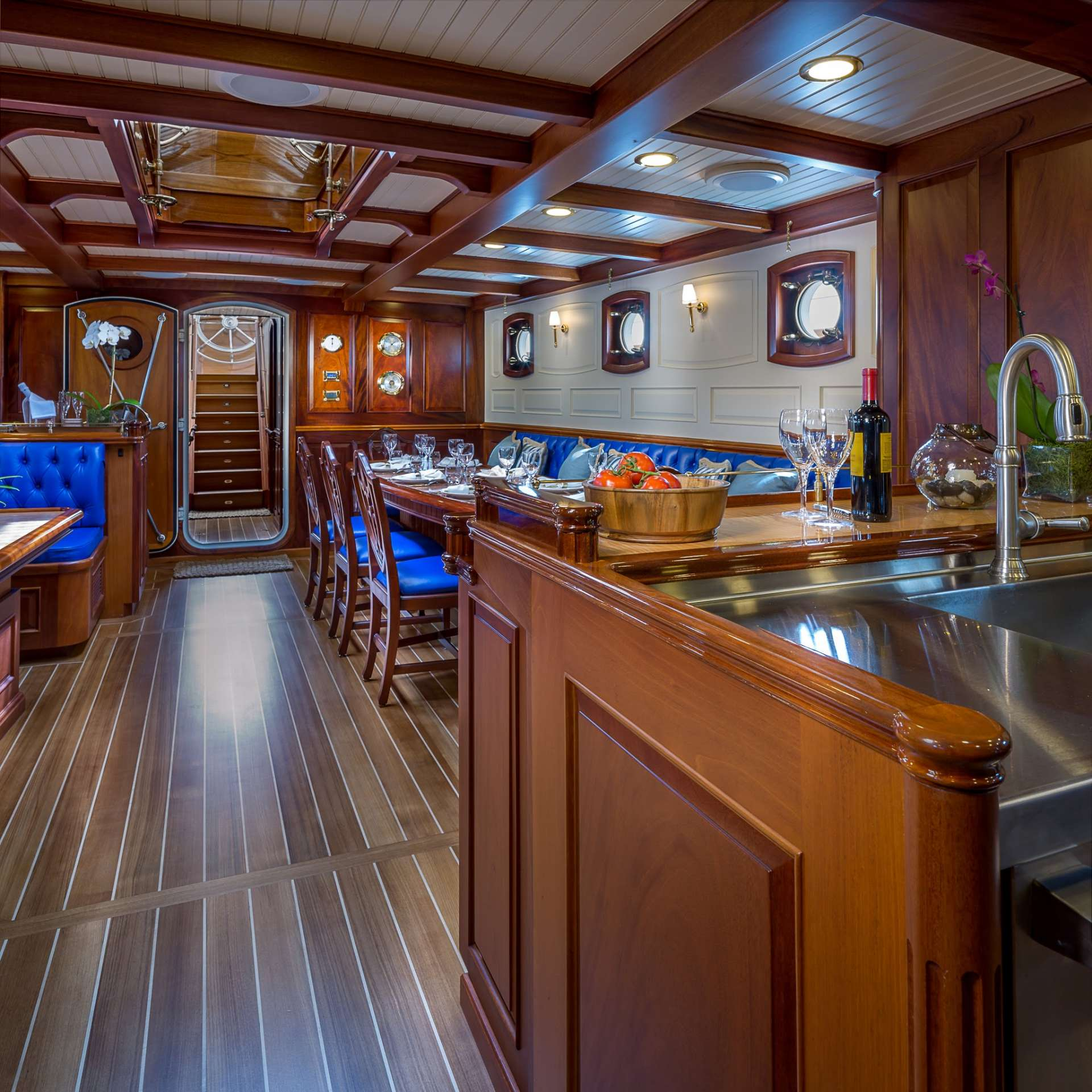 Image of Columbia yacht #3