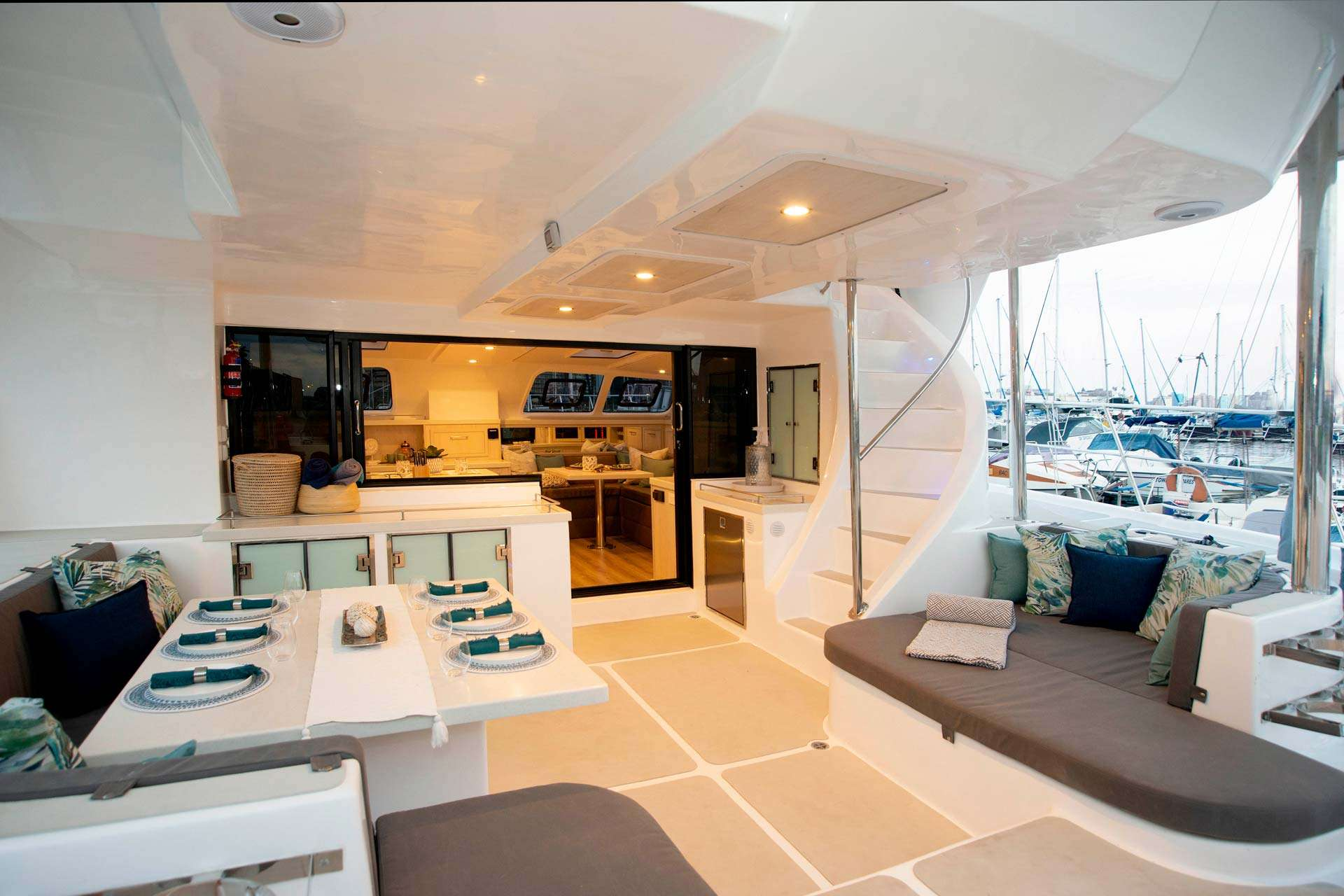 Image of BAREFEET RETREAT yacht #14