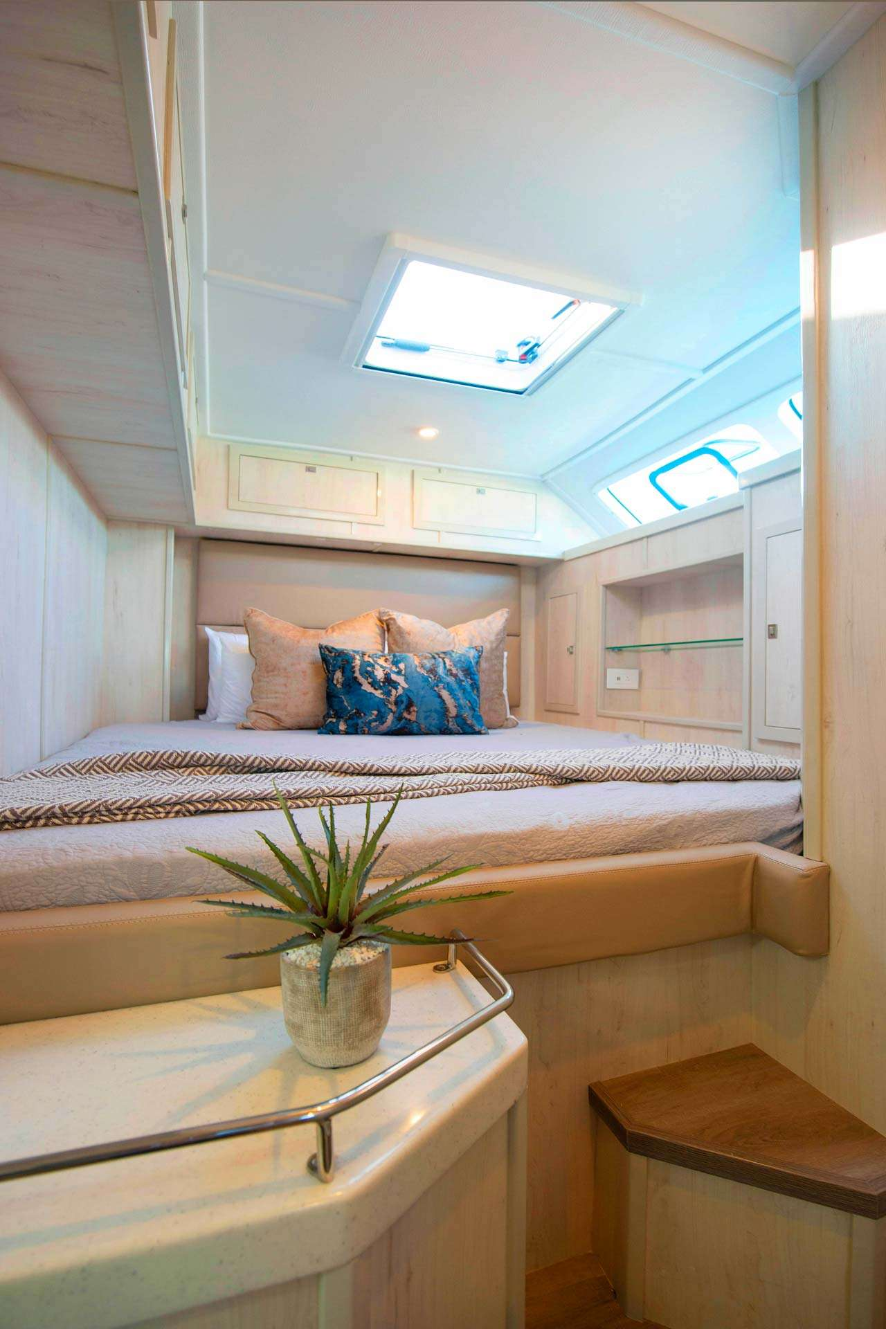 Image of BAREFEET RETREAT yacht #7