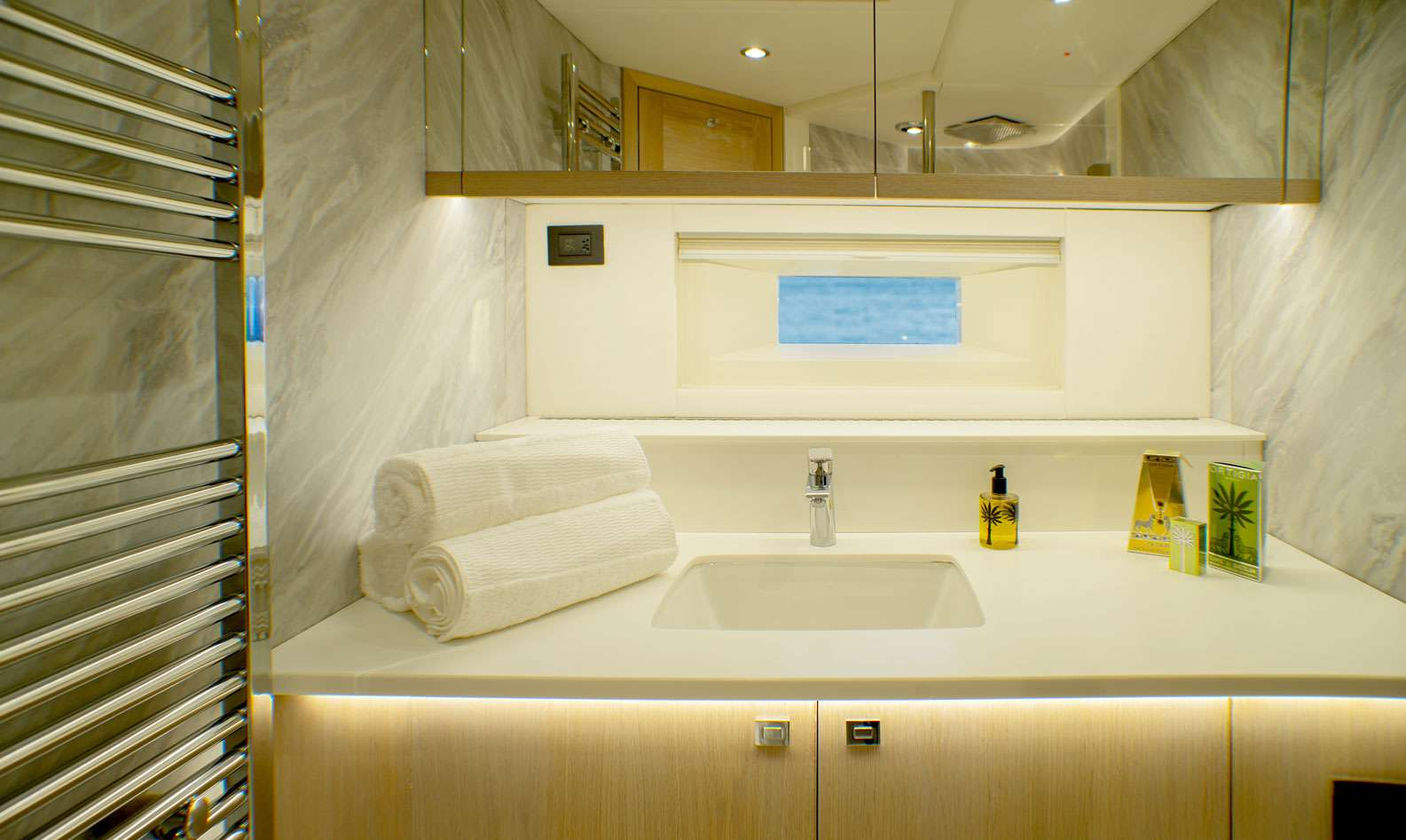 Image of Oyster 825 yacht #7