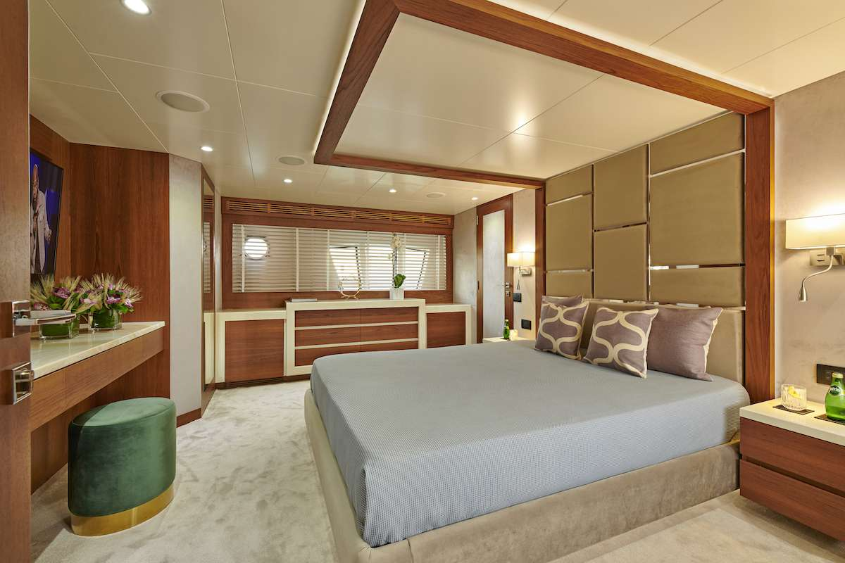 Image of LA FENICE yacht #6