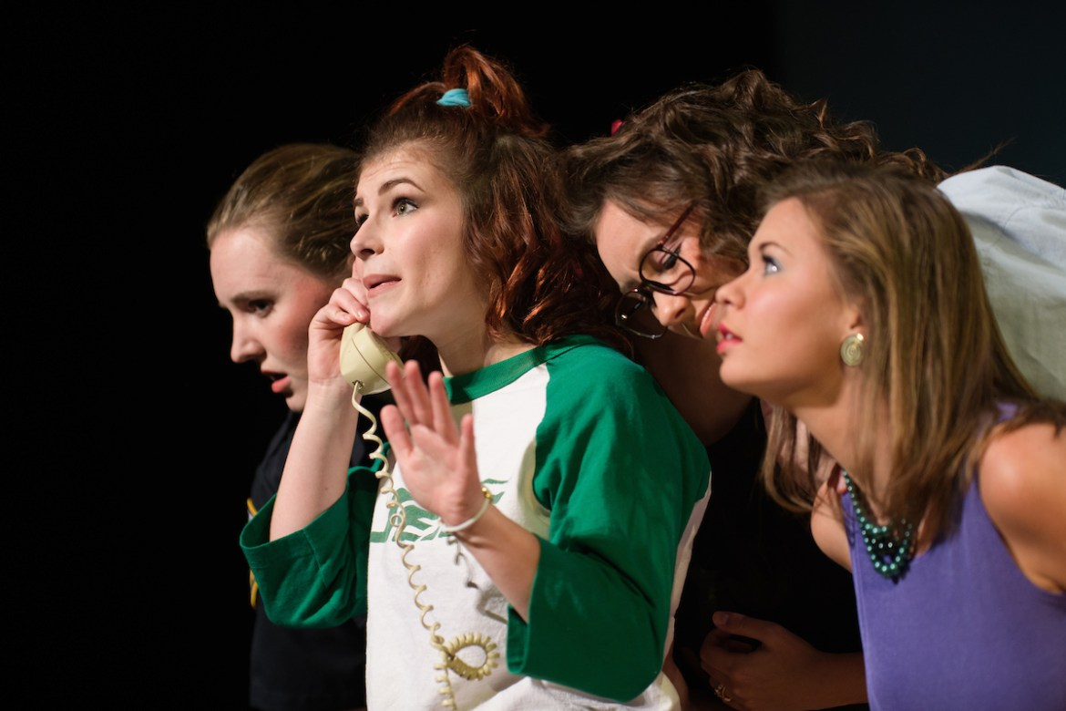 "students perform in ""The Odd Couple, The Female Version"""