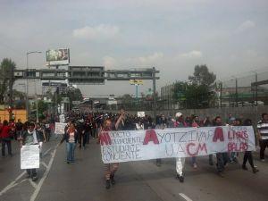 11:39 Más contingentes se sumaban al bloqueo al aeropuerto - Foto Edgar Sánchez Punk
