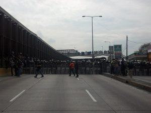 La manifestación era un éxito, el paso al aeropuerto estaba bloqueado - Foto: Edgar Sánchez Punk
