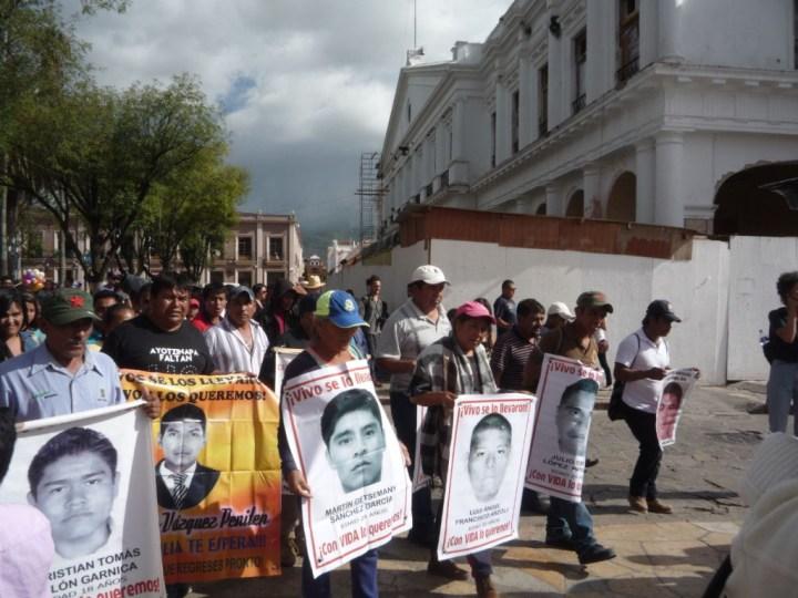 Caravana de Ayotzinapa en San Cristobal de las Casas