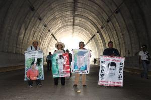 Ayotzinapa resiste
