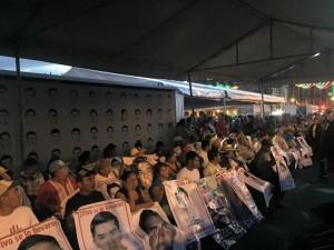 Madres y padres en huelga de hambre en el Zócalo de la Ciudad de México