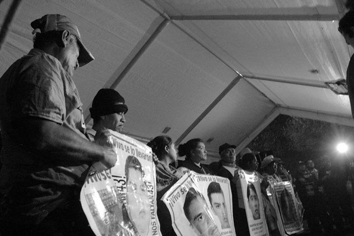 Instalacion planton Ayotzinapa 2