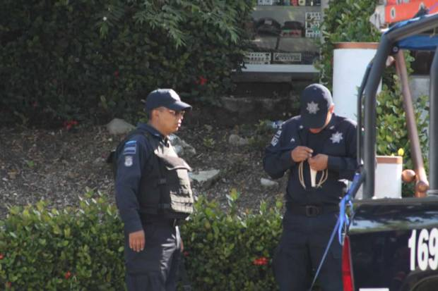 Federal preparando su resortera, equipamiento ilegal para provocar manifestantes