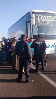 Policias amagan a familiares de Ayotzi 04