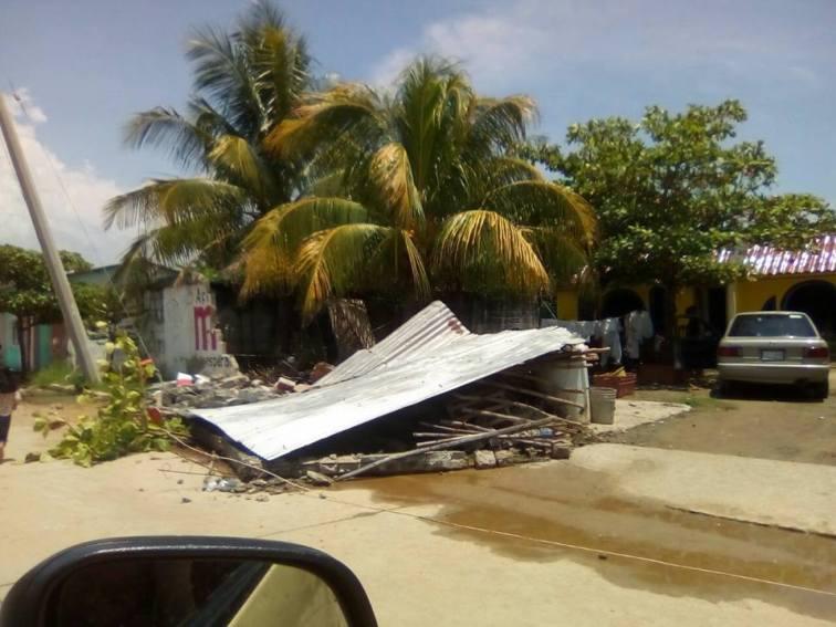 Daños en Puerto Arista 01