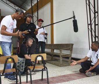 Equipo entrevistando al padre Antún Ramos en Bojayá, Chocó