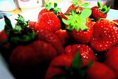 Prepara un batido de fresas para merendar