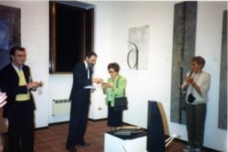 Alessandro Masi, il Sindaco di Francavilla al Mare Roberto Angelucci e Alba Di Sarro mentre riceve il premio, 1990