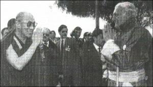 Tenzin Gyatso, l'attuale Dalai Lama, con Miguel Serrano