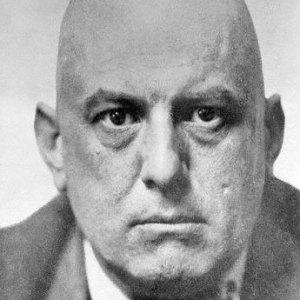 Aleister Crowley (12 ottobre 1875 – 1 dicembre 1947).