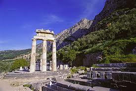 Santuario di Apollo a Delfi.