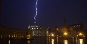 fulmine-sul-vaticano