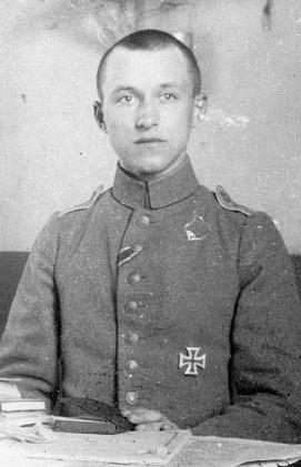 Ernst Jünger nel 1916 in divisa da tenente.