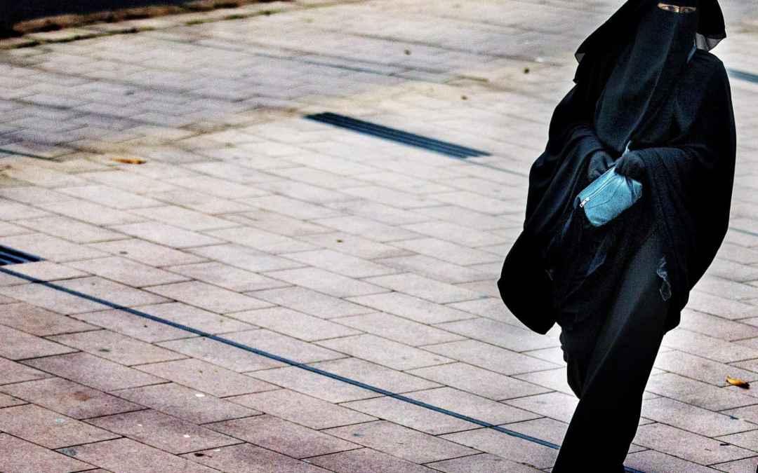 """GB, bambina cristiana affidata a famiglie islamiche. E """"La Repubblica"""" si scopre clericalista musulmana"""