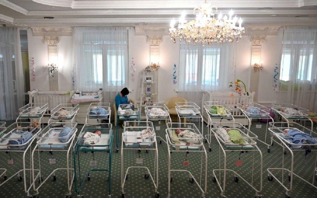 """Maternita' surrogata, il rischio dei bambini """"scelti per catalogo"""""""