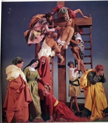"""""""La ricotta"""". Tableau vivant della """"Deposizione"""" di Rosso Fiorentino"""