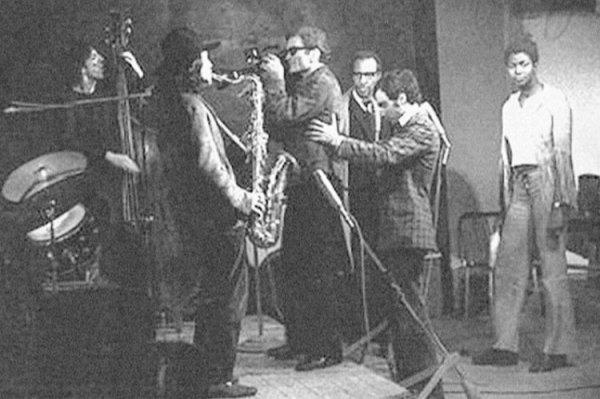 """""""Appunti per un'Orestiade africana. Jazz session. Alle spalle di Pasolini, Archie Savage; alla sua destra Ivonne Murray"""