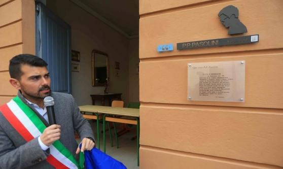 Scandiano. Scopertura della targa in ricordo di Pasolini con il sindaco Alessio Mammi