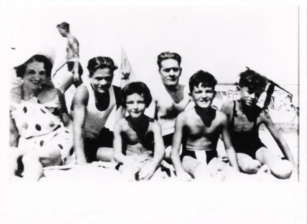 La famiglia Pasolini sulla spiaggia di Riccione